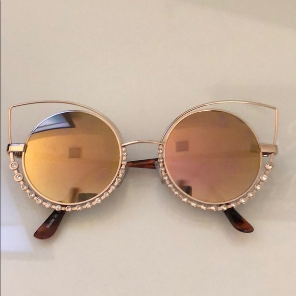 5a8baa5dd4 Forever 21 Accessories - Forever 21 Hippie sunglasses